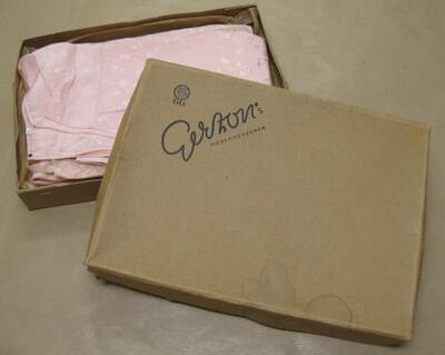 Gerzon kledingdoos met tweedelige ondergoed set: onderjurk en onderbroek