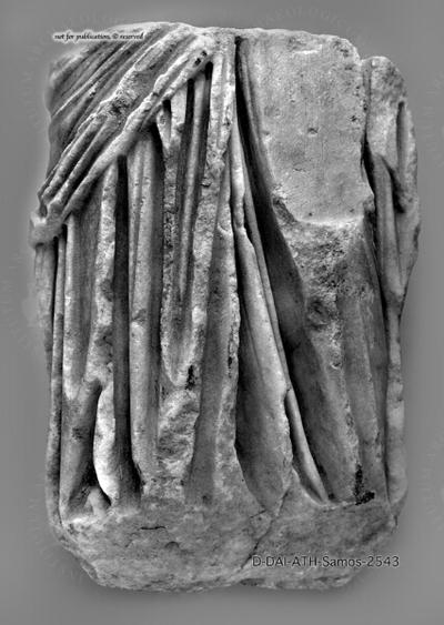 Unterkörperfragment einer weiblichen Gewandstatuette