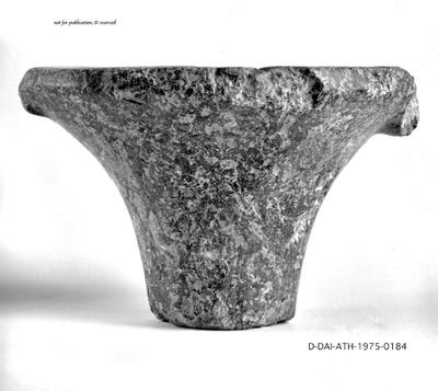 Neolithischer Henkeltopf