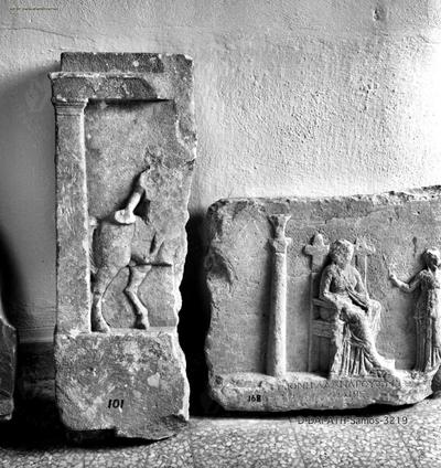 Rechte Hälfte eines Reliefs mit Reiterdarstellung