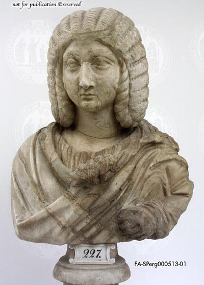 Miniaturporträt der Iulia Domna (?) auf nicht zugehöriger Büste