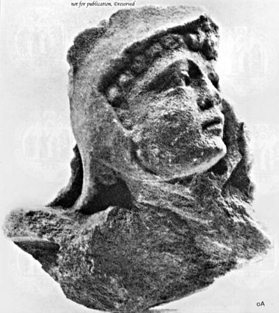 Kopf eines Eros mit Löwenhelm