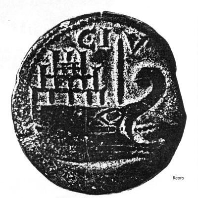 Münze des Augustus mit Darstellung von Hafenarchitektur