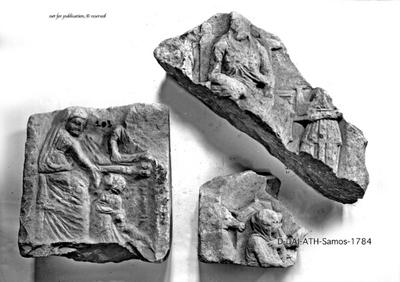 Fragment vom rechten Teil eines Totenmahlreliefs