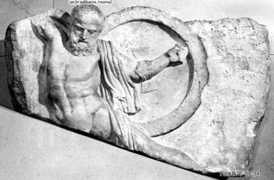 Relief mit zusammenbrechendem Krieger