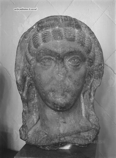 unbenannter weiblicher Kopf