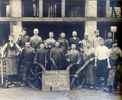 Anoniem, Foto Personnel métiers de la manufacture Belge de produits chimiques Hertz & Wolff Hasselt, Belgique, s.d., papier.