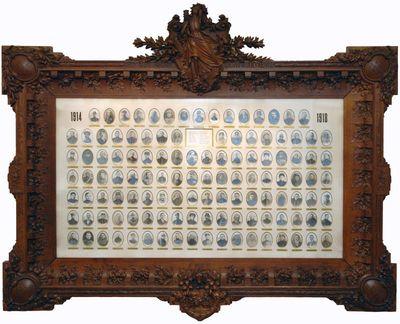 Auguste Blanckart (1878-1952) fotograaf, Sylvain Brauns (1890-1947) architect, ontwerper, Joseph Antoon Jossa (1884-1944) beeldhouwer, Fotolijst van oorlogsgesneuvelden Hasselt 1914-1918, ca. 1918, foto met eikenhouten lijst.