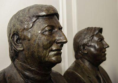 Gerard Moonen (°1953), borstbeeld van oud-burgemeester van Hasselt Steve Stevaert (1954-2015), 2016, brons.
