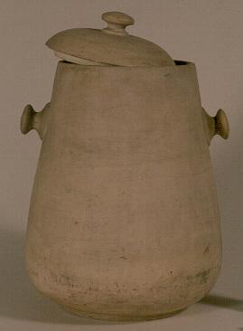 Manufacture de Céramiques Décoratives de Hasselt (1895-1954), pot met deksel, s.d., ongeglazuurd gips.