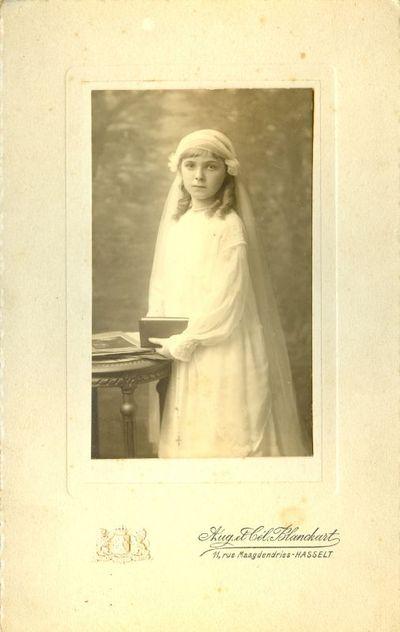 A. & C. Blanckart Frères, communiefoto Suzanne Ryckalts, 1914, papier.