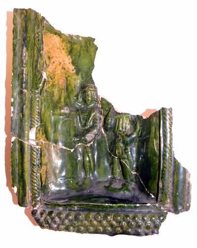 Anoniem, fragmentarisch schoteltje afkomstig uit Herkenrode, s.d., geglazuurd aardewerk.