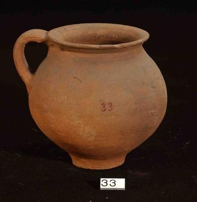 Volledige oorpot in ruwwandig gesmookt aardewerk (RWO)
