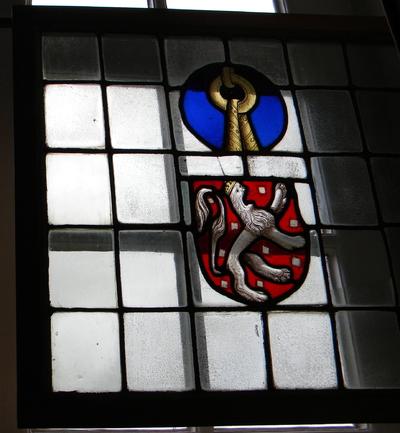 Anoniem, glasraam van Herkenrode met onbekend wapen en wapen van de familie Van Pietersheim, s.d., glas-in-lood.