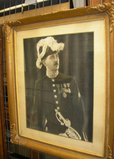 August(e) Blanckart (1878-1952), portret burgemeester Jozef Bollen (1890-1977) in ambtskledij, s.d., papier, hout.