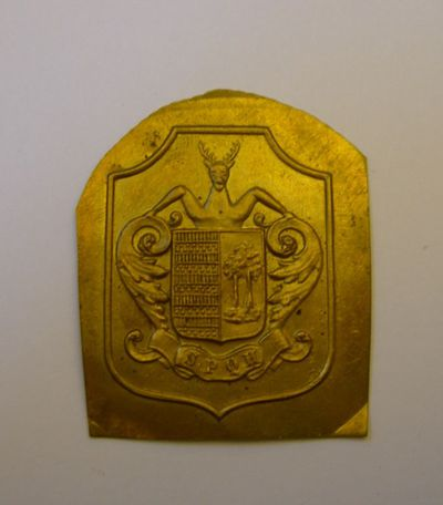 Huis Theunis-Philippen, penning met afbeelding van het wapenschild van Stad Hasselt, ca. 1900, messing, edelsmeedkunst.