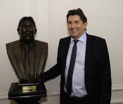 Gerard Moonen (°1953), borstbeeld van oud-burgemeester van Hasselt Herman Reynders (°1958), 2016, brons.