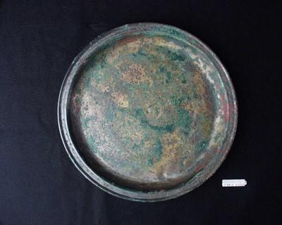 Volledig bord in vertind brons met graffito