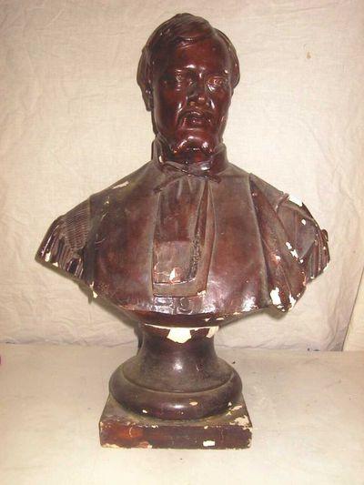 Jules Courroit (1831-1906), borstbeeld van een man, 1876, gips, roodbruinkleur.