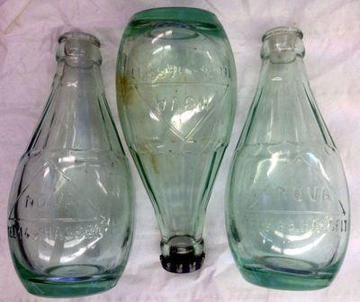 Anoniem, 3 flesjes Source Nova Eau Minérale Hasselt, Gedeponeerd in Hasselt in 1934, glas.