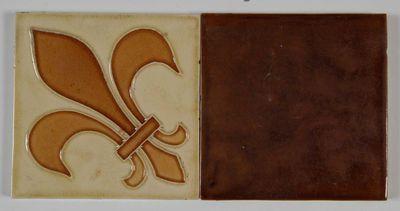 Manufacture de Céramiques Décoratives de Hasselt (1895-1954), Hasseltse tegels met als motief een Franse lelie, s.d., keramiek.