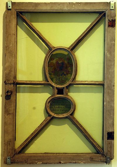 Anoniem, Brandglasraam met wapen Niklaas (II) Sigers & Maria Valentijns, 1651, gebrandschilderd glas, hout.