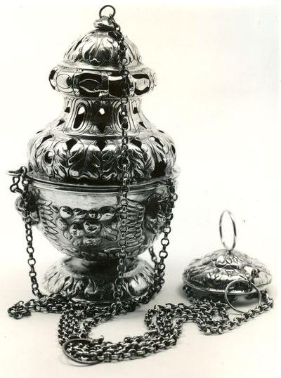 Anoniem, wierookvat afkomstig uit kartuizerklooster Luik, 1687, gedreven zilver.