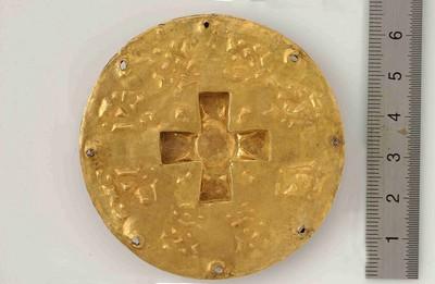 Complete gouden schijffibula