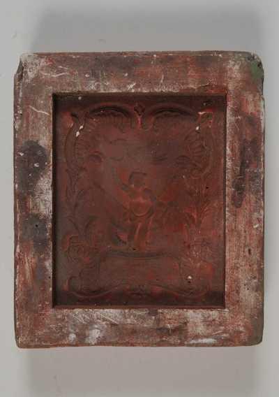 Anoniem, mal voor tegel met afbeelding van een putto met vogel in barokomranding, s.d., gips.