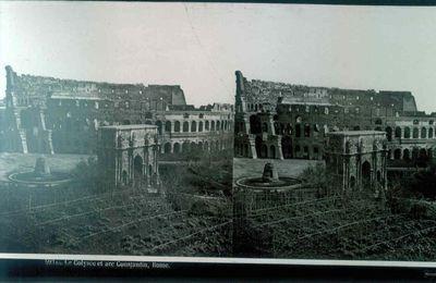 Anoniem, stereokaart met foto van de Arc Constantin en het Colosseum in Rome, s.d., glas.