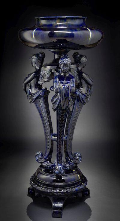 Manufacture de Céramiques Décoratives de Hasselt (1895-1954), staander met cache-pot, modelnummers 373 en 376 ingekrast, in blauw druipglazuur, s.d., keramiek.