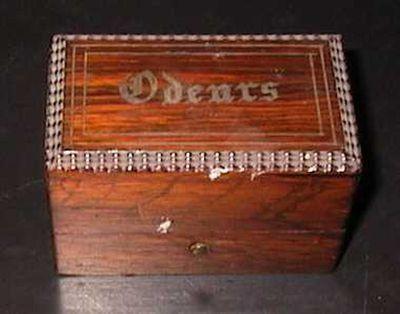 Anoniem, doosje voor H. Oliesel of parfum met inlegwerk, 19de eeuw.