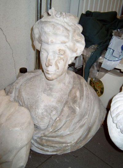 Hubert Eloy, beeldhouwer, Martin Hautecourt, beeldhouwer, borstbeeld van koningin Elisabeth, s.d., gips.