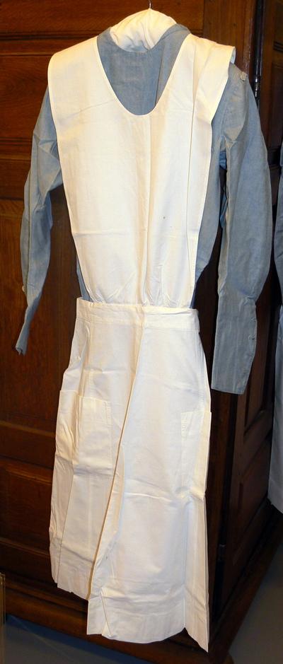 Harrods Department Store UK (sinds 1834), verpleegsteruniform met toebehoren van Juliette Stellingwerff, Tweede Wereldoorlog, katoen.
