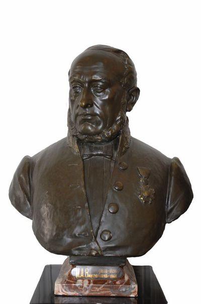 Emile Cantillon (1859-1917), Borstbeeld van burgemeester Michel Arnold Bamps (1793-1865), burgemeester van de stad Hasselt van 1833 tot 1836 en van 1842 tot 1865, ca. 1905, gips, gegoten.