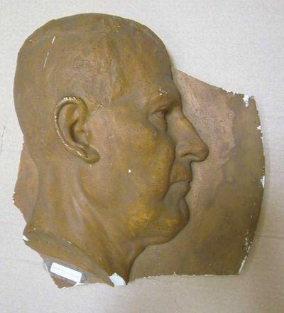 Jules Courroit (1831-1906), bas-reliëf met mannenhoofd, 1879, gegoten gips, hol.
