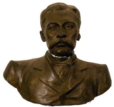 Anoniem, borstbeeld van een man, s.d., gegoten gips, hol, bronskleurig.