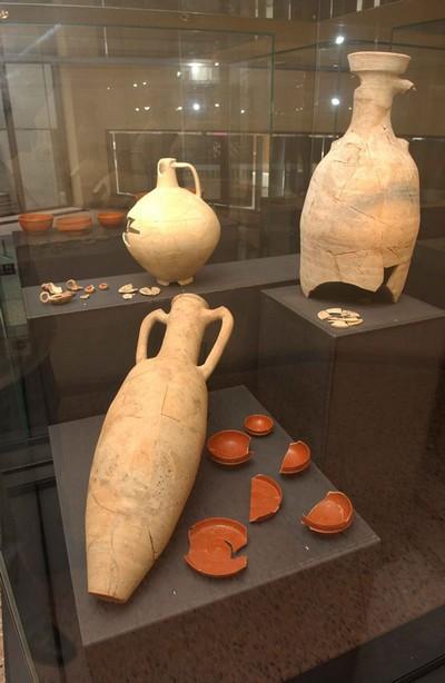Verscheidene recipiënten in aardewerk: amfora, TS kop/bord ..., olielampfragmenten