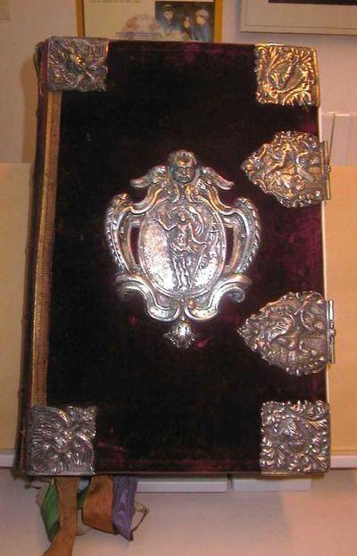 Arnold Frederici (1657-1726), misboek met herbruikt zilveren beslag, 1847, fluweel en Hasselts zilver.