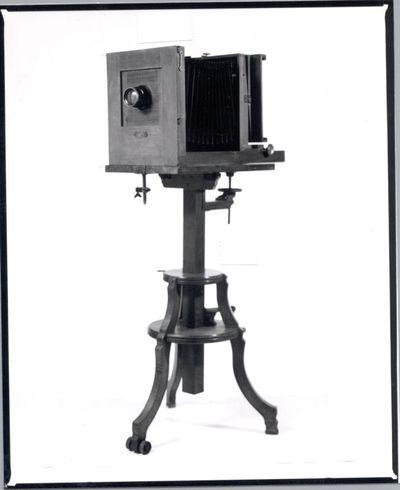 Maison Rodolphe, vervaardiger, Hugo Meyer et Co, vervaardiger, studiocamera 18/24 afkomstig van voormalige Studio Blanckart Hasselt, ca. 1920, palissanderhout, eikenhout.