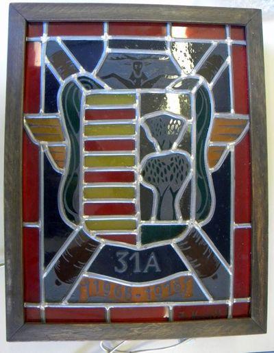 Anoniem, lichtbak met glasraam met wapenschild Hasselt, 31 A 1968-1978, relatiegeschenk, 1978, glas, hout, lood.