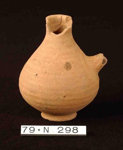 Bijna volledige biberon in gladwandig aardewerk (GW)