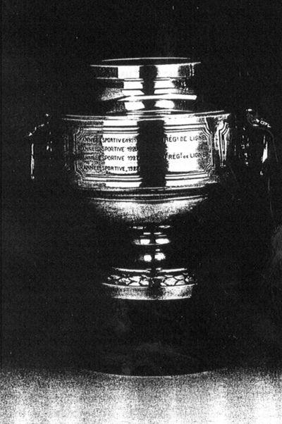 Altenloh, Coupe Prince Leopold IIIe Corps d'Armée Football 1921-1934, zilver, marmer.