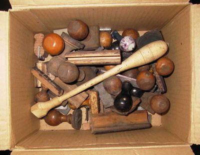Anoniem, doos met stempels van Stad Hasselt, s.d., hout.