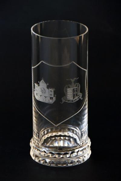 Anoniem, drinkglas met wapenschilden van de stad Hasselt en partnerstad Detmold, s.d., glas