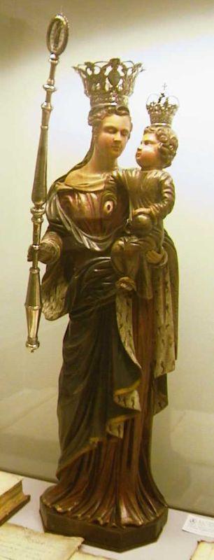 Arnold II Cleersnijders (1707-1783), Onze-Lieve-Vrouw-Presentatie met zilveren kroontjes en scepter, 17de eeuw, gepolychromeerd hout, zilver.
