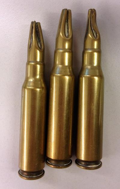 Fabrique Nationale de Herstal (sinds 1889), 3 lege kogelhulzen, kaliber 6.5, messing.