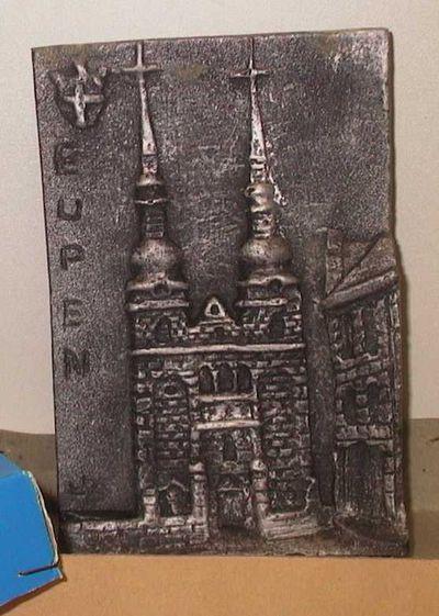 Monogrammist HB, plaket met kerk van Eupen, relatiegeschenk, 1980, gips.