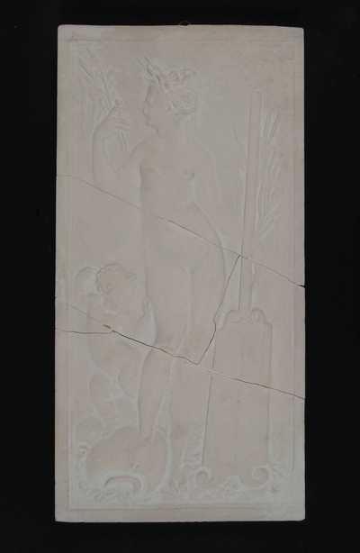 Manufacture de Céramiques Décoratives de Hasselt (1895-1954), model voor tegelpaneel met renaissance voorstelling van een nimf of godin met putto, rietstengels, soort broodplank en kruik, s.d., gips.