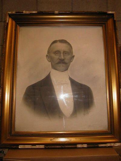Anoniem, portretfoto Barthels, buste van een man met bril, s.d.